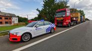Politie haalt uitzonderlijk vervoer uit het verkeer