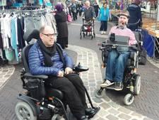 Rolstoelers kunnen alleen schuddend en trillend over markt Arnhem