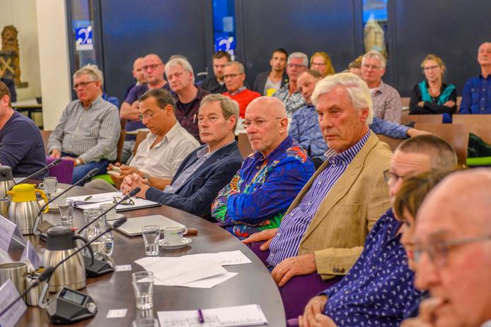 De Steenbergse raadzal zat vanavond vol voor de rondetafelgesprekken over arbeidsmigranten.