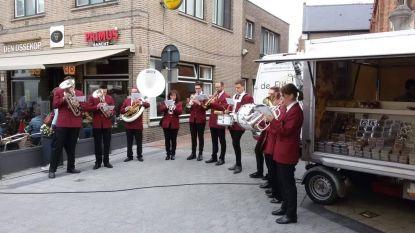 Na verhuis kinderopvang naar Zandakkers: fanfare Adegem op straat