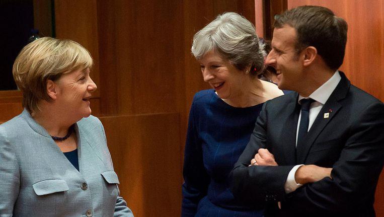 Bondskanselier Merkel, premier May en president Macron talk bij een EU-top in Brussel op 19 oktober. Beeld null