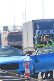 VIDEO: Politie houdt man aan op A2 bij Boxtel na achtervolging met helikopter