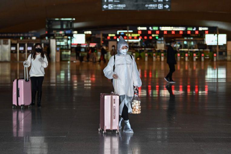 Reizen naar Wuhan was al een tijdje mogelijk, vanaf woensdag mogen mensen ook de stad weer verlaten. Beeld AFP