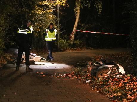 Scooterrijder botst op maaltijdbezorger op Urk en raakt gewond