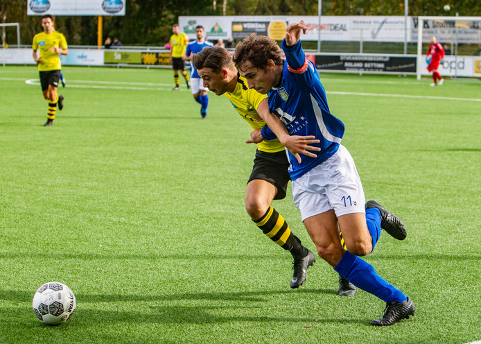 Colmschate '33 (geelzwart) en Helios nemen het zondag tegen elkaar op in de derby in de derde klasse B.