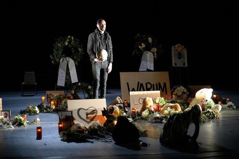 The Nation op het podium van Schauspiel Frankfurt Beeld null