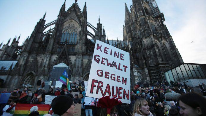 De berovingen en aanrandingen rond de jaarwisseling bij het station in Keulen, leidden in de Duitse stad tot diverse demonstraties.