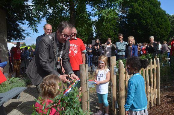 Burgemeester Jan Lonink mocht zelfs een Nederlands lintje knippen op Belgische bodem.