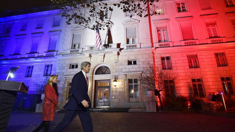 De Amerikaanse Minister van Buitenlandse Zaken John Kerry aan de Amerikaanse ambassade in Parijs.