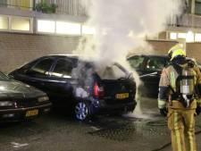 Geparkeerde auto gaat in vlammen op bij Bachsingel Delft