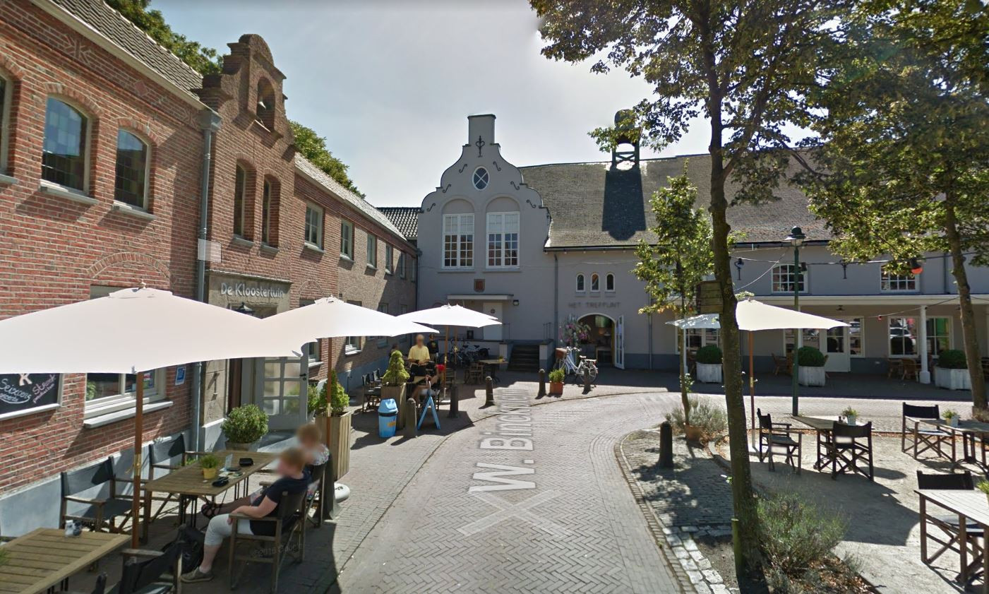 De Kloostertuin (links) en Den Heuvel onderhouden als buren een moeizame relatie.