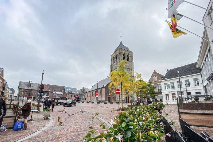 Het recent heraangelegde Marktplein van Brakel.
