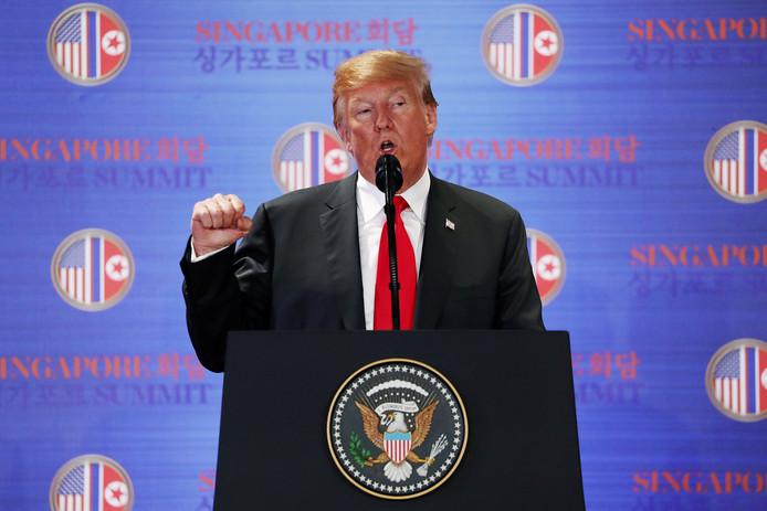 Trump tijdens de persconferentie.