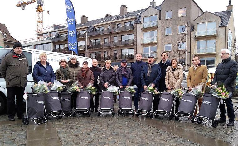 De winnaars kregen elk een goedgevulde winkeltrolley.