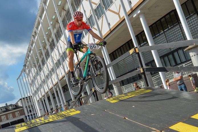 Beeld van de UCI MTB Eliminator Word Cup, in 2017 in Apeldoorn.