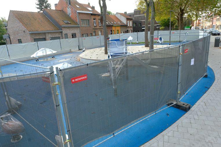 Het speelpleintje werd in het najaar door burgemeester Bart De Wever (N-VA) gesloten nadat een studie had aangetoond dat spelende kinderen lawaaihinder veroorzaakten