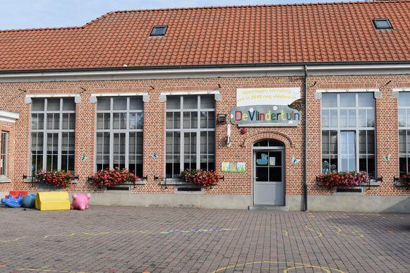 De drie vestigingen van de gemeentelijke basisschool zagen samen 60 kinderen opdagen.