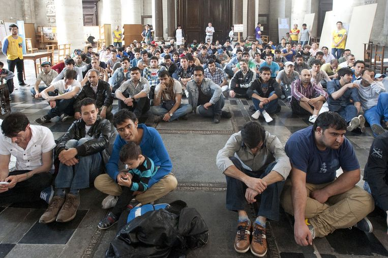 Afghaanse vluchtelingen verblijven in de Begijnhofkerk.