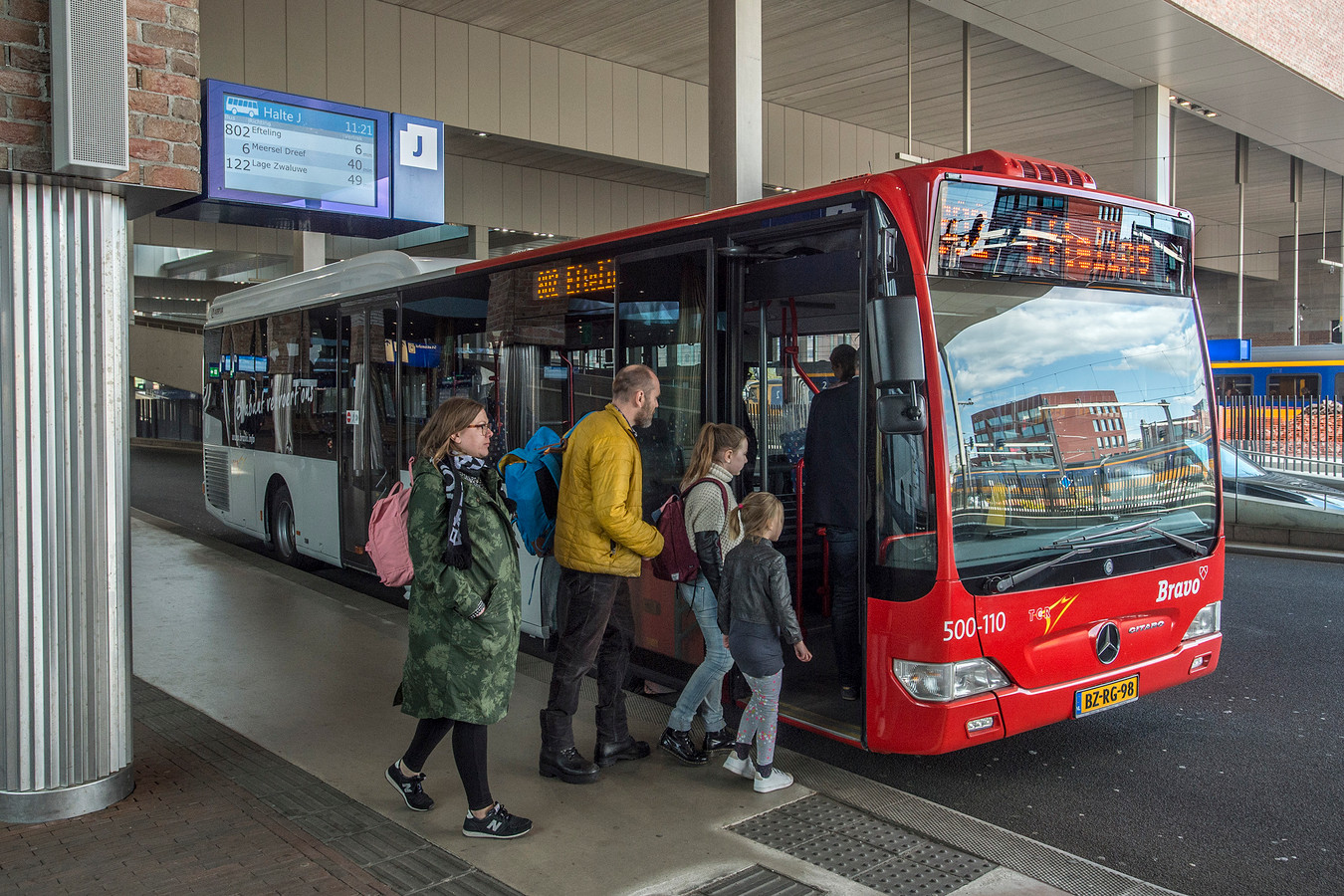 Bus op het NS-station in Breda.