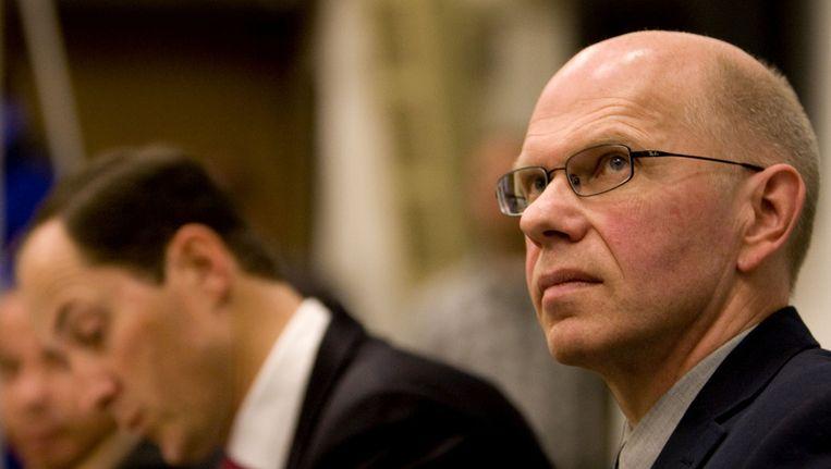 Ernest Louwes (rechts) presenteerde in 2009 zijn boek Schuldig, over de Deventer moordzaak. Beeld ANP