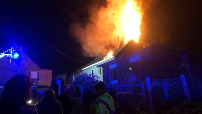 Uitslaande dakbrand in Daelestraat: woning onbewoonbaar