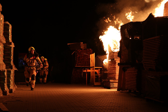 De brandweer in actie in Barneveld