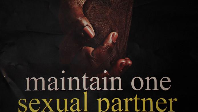 Een poster in Nigeria waarop wisselende seksuele contacten worden afgeraden.