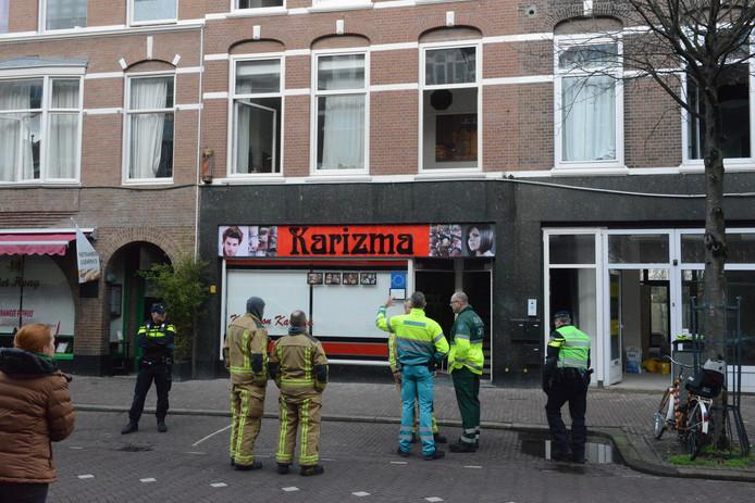 Hulpverleners en politie in de Weimarstraat.