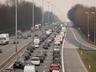 Wegen en Verkeer maakt plannen om spitsstrook tussen Groot-Bijgaarden en Ternat op E40 aan te leggen