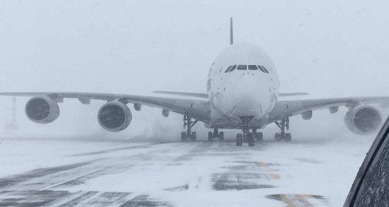 Het gigantische toestel van Signapore Airlines moest noodgedwongen op de kleine luchthaven van New Windsor landen.