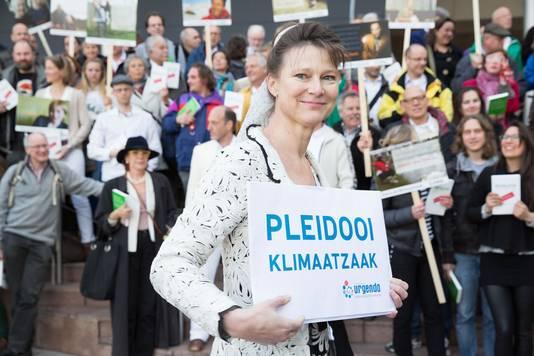 Marjan Minnesma, directeur en oprichter van Urgenda, ondersteunt het plan van Milieudefensie eveneens. De organisatie pleit zelf ook voor een schone energieproductie in 2030.