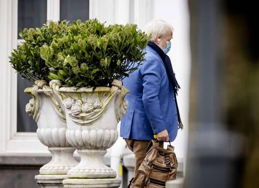 Jaap van Dissel arriveert op het Catshuis zondag voor overleg.