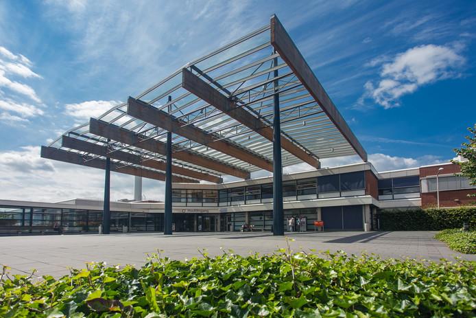 Entree van het SKB in Winterswijk gezien vanaf de parkeerplaats