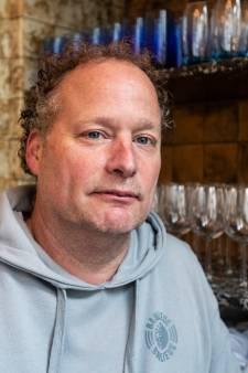 Chez Antoinette weer open na emotioneel jaar. 'Slechts met zijn drieën bij de crematie van mam, vreselijk'