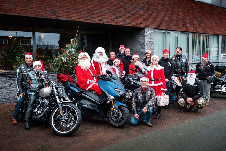 De motards van The Other Side komen de bewoners van WZC Hoghe Cluyse verblijden met een bezoekje.