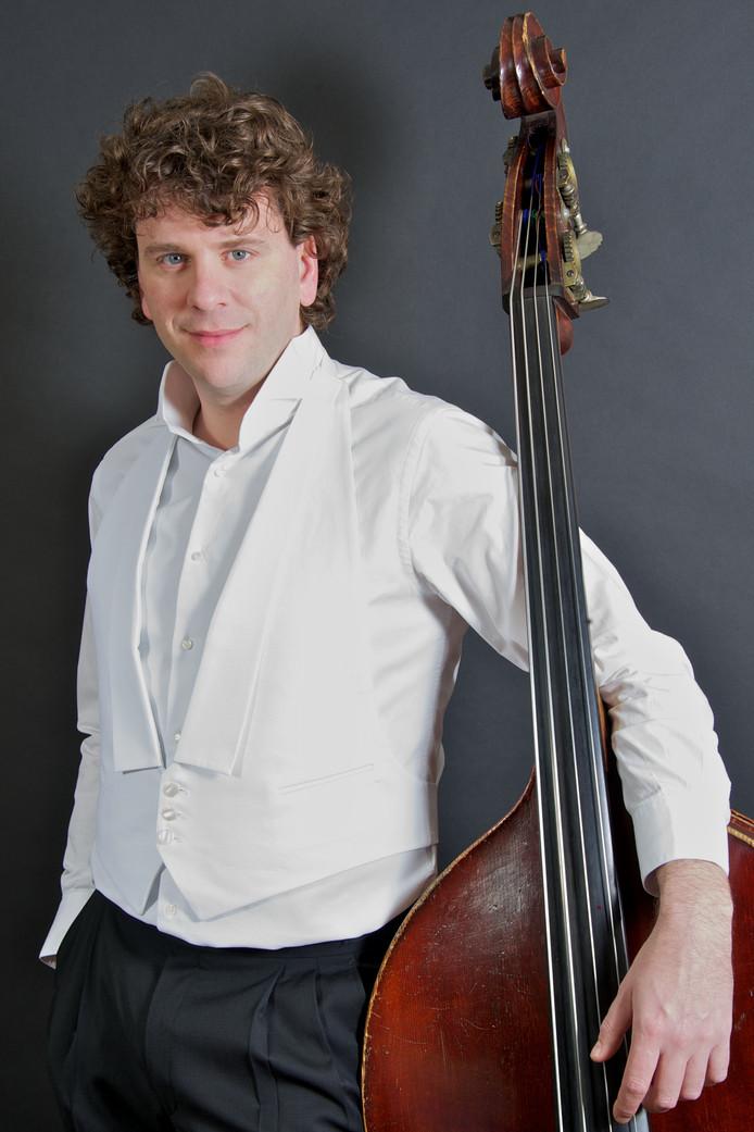Dominic Seldis presenteert vrijdag 14 september het programma Casual Classics XL in het Muziekgebouw.