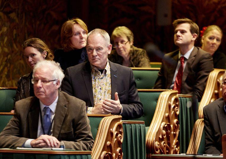 PvdA Eerste Kamerlid Adri Duivesteijn (M) tijdens de stemming in de Eerste Kamer over de komst van een nieuwe zorgpolis in 2016. Beeld ANP