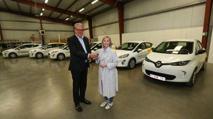 """Wit-Gele Kruis Limburg vervangt 1.850 wagens. Slechts 6 nieuwe auto's zijn elektrisch: """"De rekening was snel gemaakt"""""""