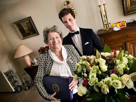 Koninklijke onderscheiding voor 'superoma' die kleinkinderen opvoedde