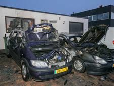 Twee auto's verwoest door brand in Ede