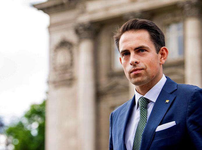 Tom Van Grieken (Vlaams Belang) verlaat het paleis na een onderhoud met koning Filip.