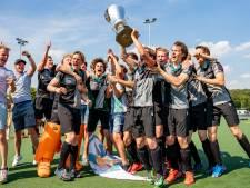 Hockeyers Alphen dragen prijs op aan verongelukte speler Floris Wever
