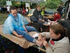 Vierdaagse Apeldoorn ziet steeds vaker ongetrainde deelnemers: 'Op teenslippers wandelen is geen goed idee'