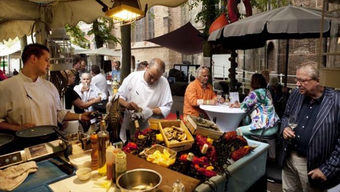 Er kan tijdens Delft Serveert van alles worden geproefd, zoals de gerechten van Les Copains.