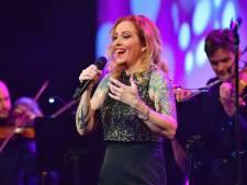 Geen inkomsten uit concerten, dus bedacht zangeres Anneke van Giersbergen een creatief plan