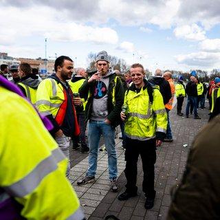 Bij de pensioenstakers in Ahoy overheerst het ongemak, alle aandacht is bij Utrecht