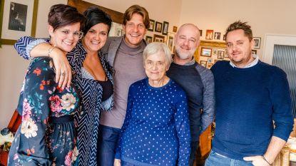 Radiozender Joe trakteert Maria (84) op verrassingsconcert Gunther Neefs
