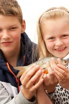 350 kinderen zitten liever te vissen dan filmpjes te kijken op de iPad