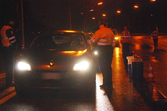 De politie van Mechelen-Willebroek in actie tijdens een politiecontrole in Mechelen