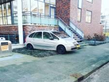 Auto rijdt tegen muur in Gorinchem